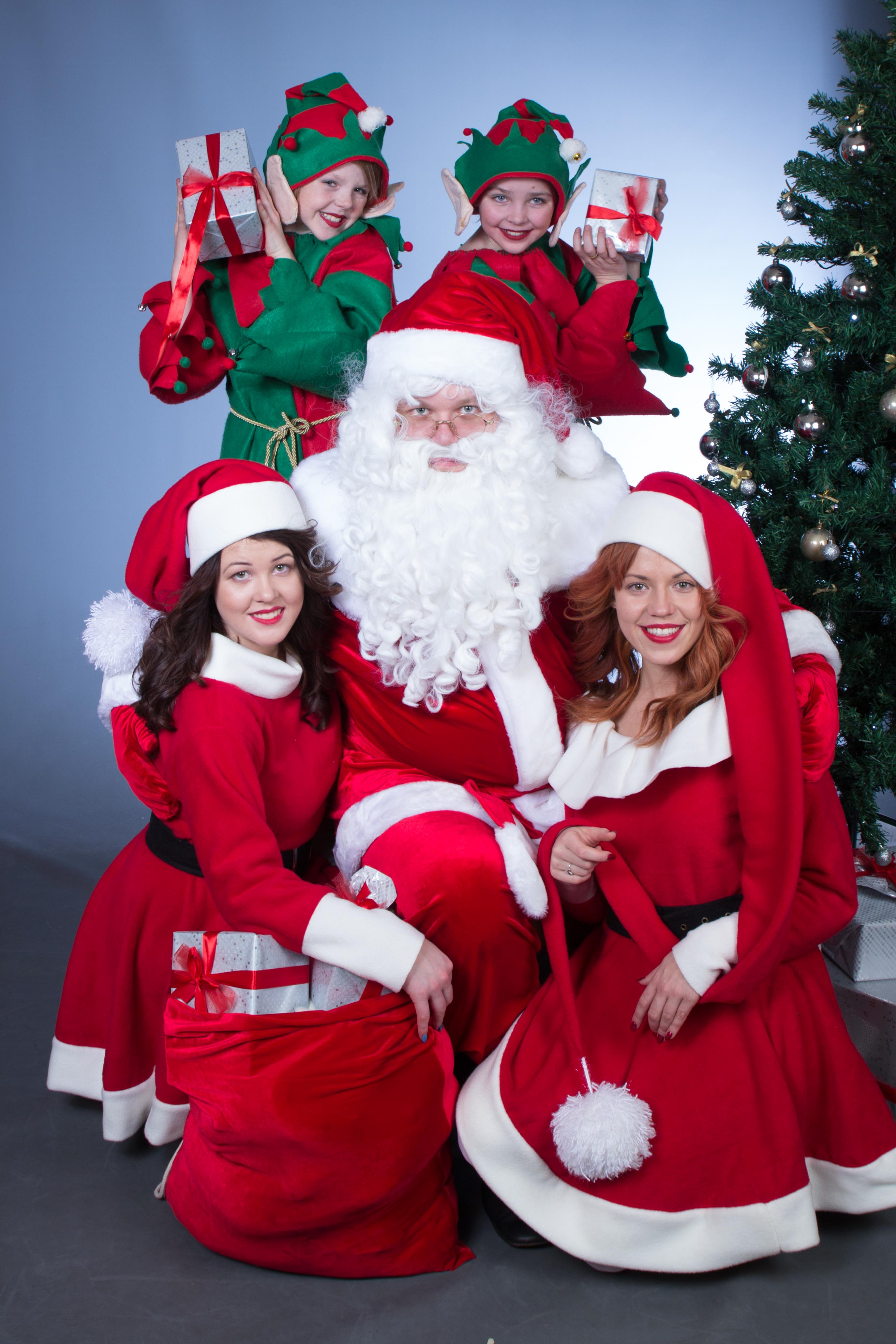 Ziemassvetu_vecitis_un_draugi